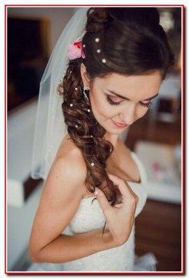 Кератиновое выпрямление волос, женские стрижки, окрашивание, свадебные и вечерние причёски.